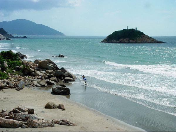 景点名称:飞沙滩景区地址: 台山 上川岛 开放时间: 景区票价: 浏览