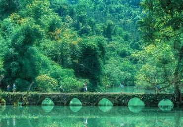 【品质】<贵州黄果树瀑布、 荔波小七孔、 西江千户苗寨、 马岭河峡谷、 万峰林、 万峰湖高铁六天>