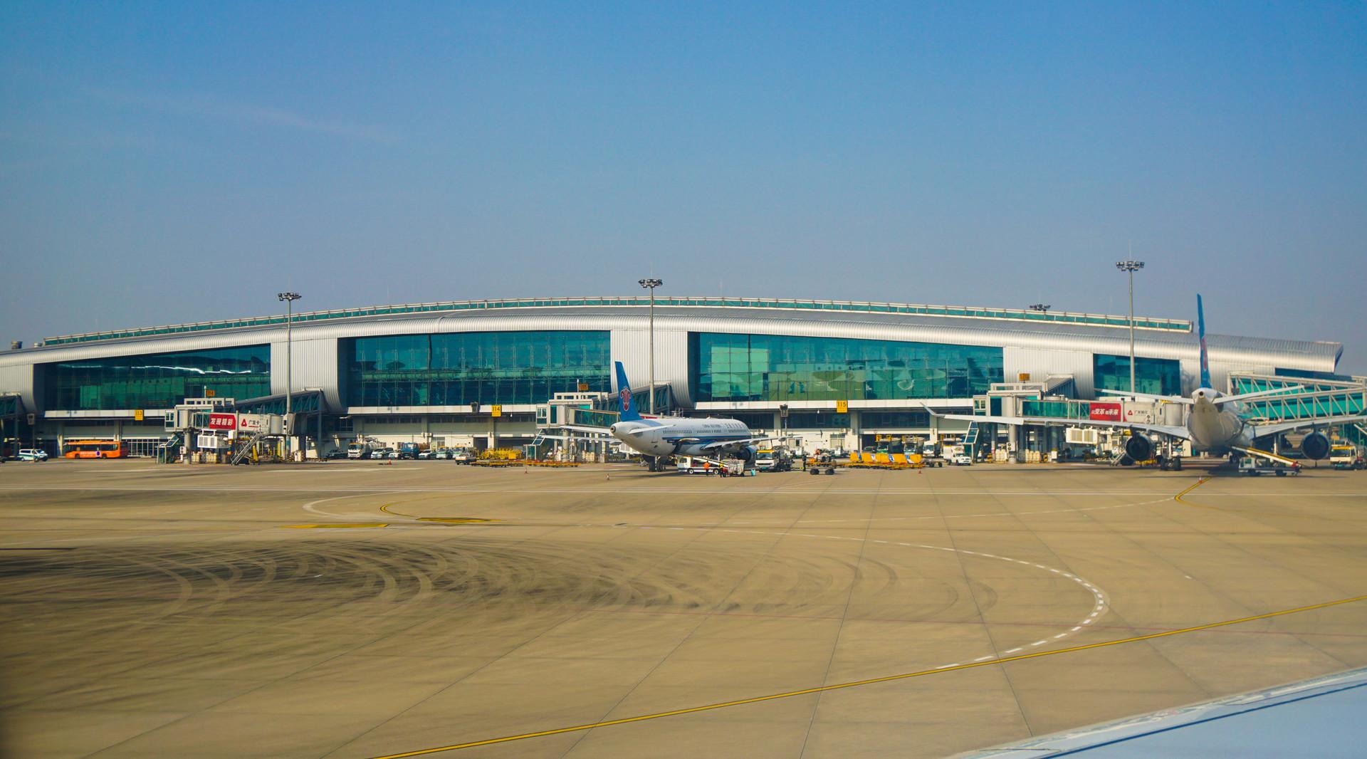广州白云国际机场封面图