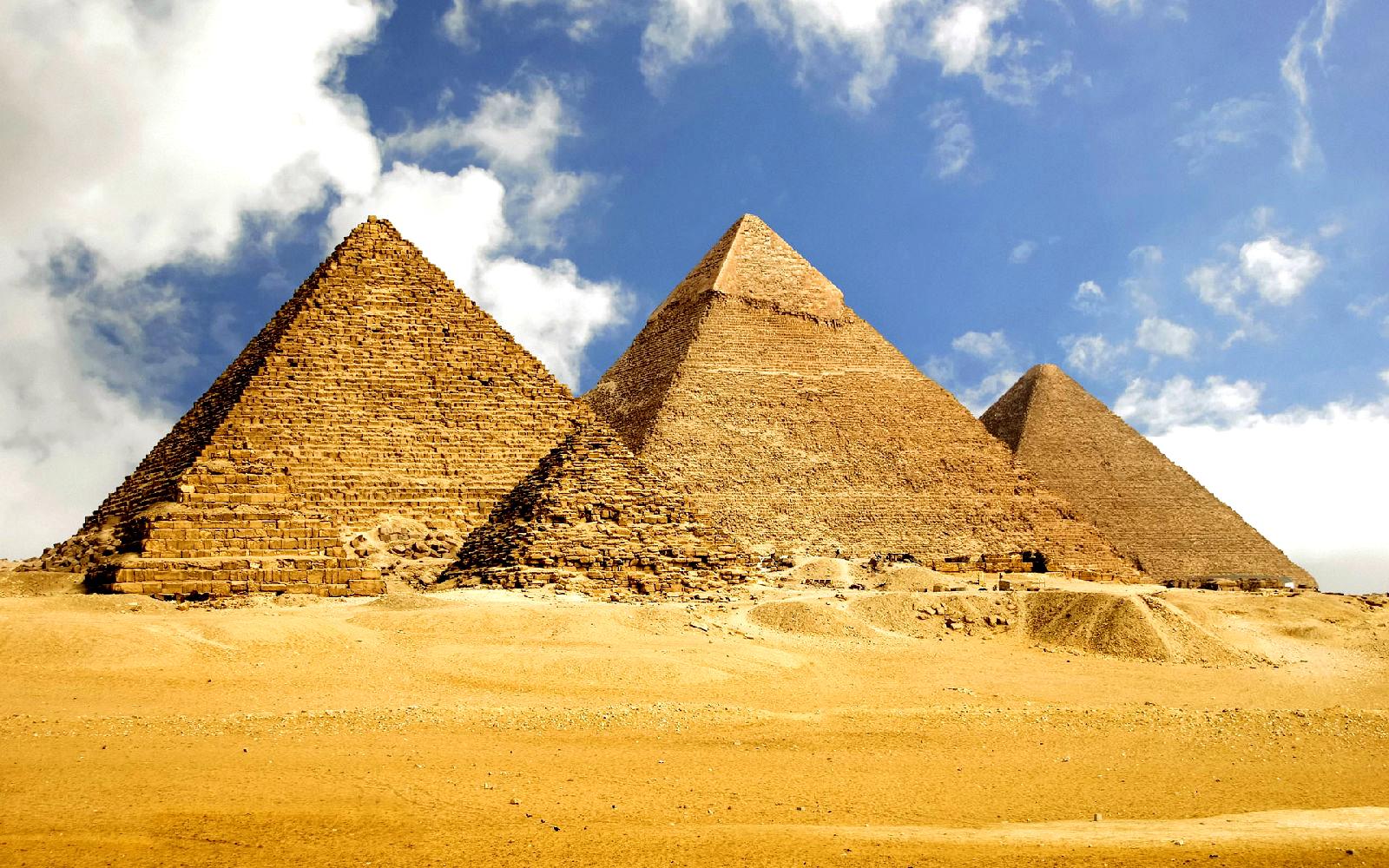 孟卡拉金字塔以及神秘的狮身人面像(参观约2小时) 11:00后前往埃及